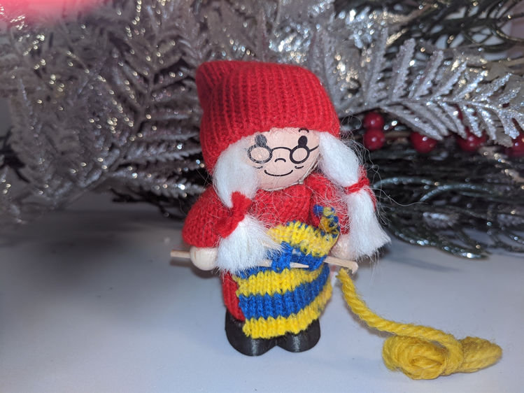 Picture of Swedish Tomte, Knitting Grandma