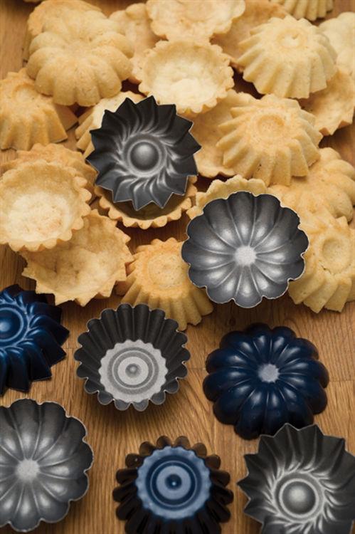 Picture of Sandbakkel Tins, set of 9