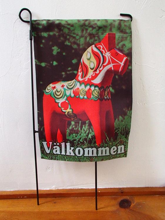 Picture of Swedish Dalahorse garden flag, VALKOMMEN